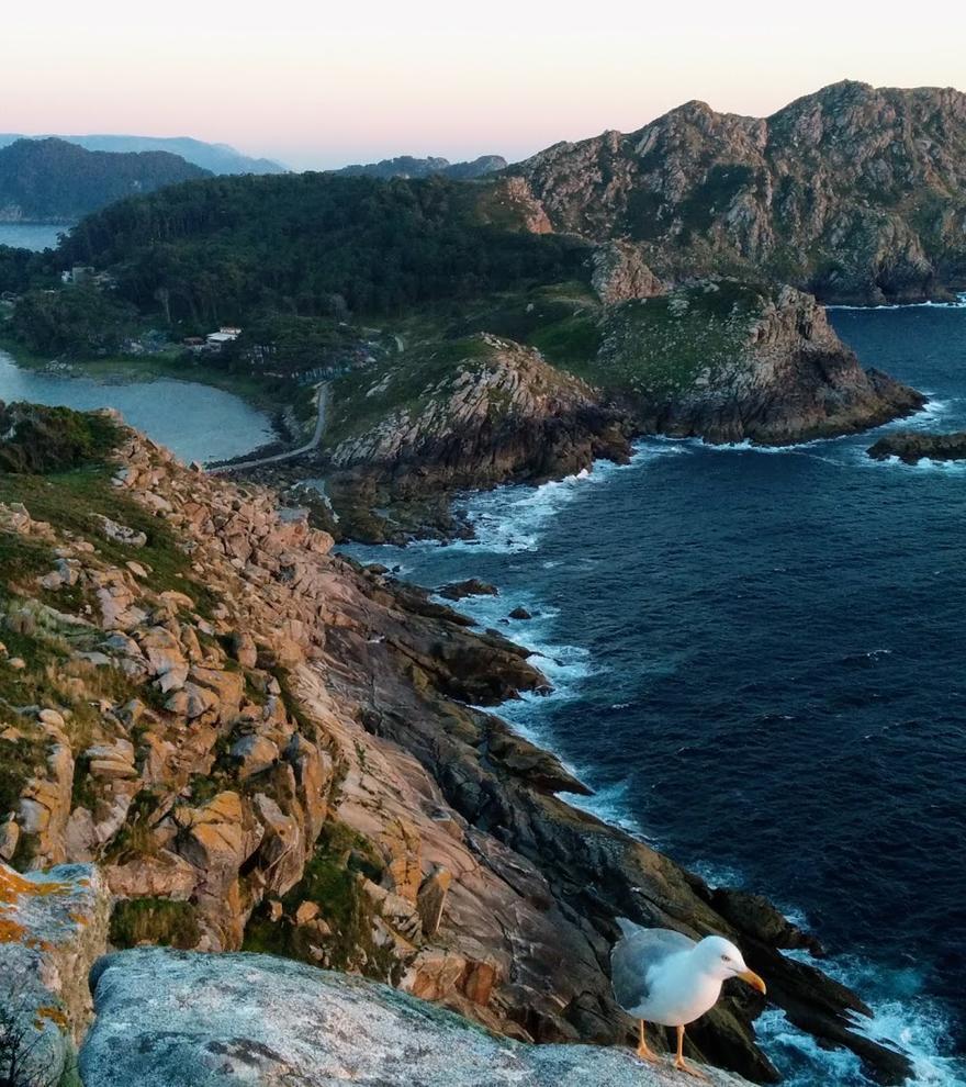 Primer lleno en Cíes: cómo pedir la autorización para viajar a las islas