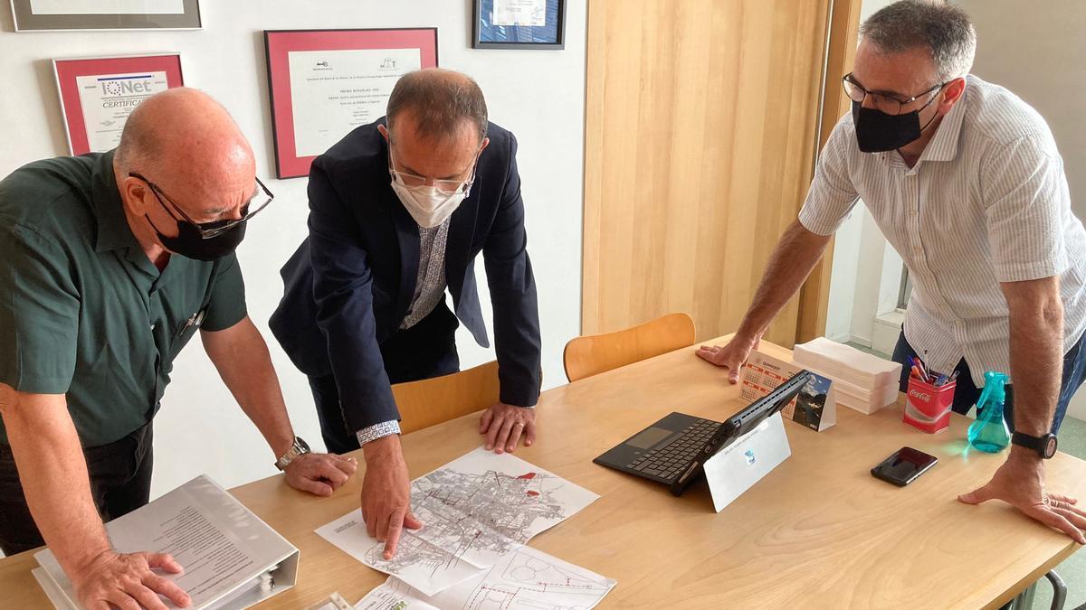 Pere Casellas, al centre, en la sessió de treball