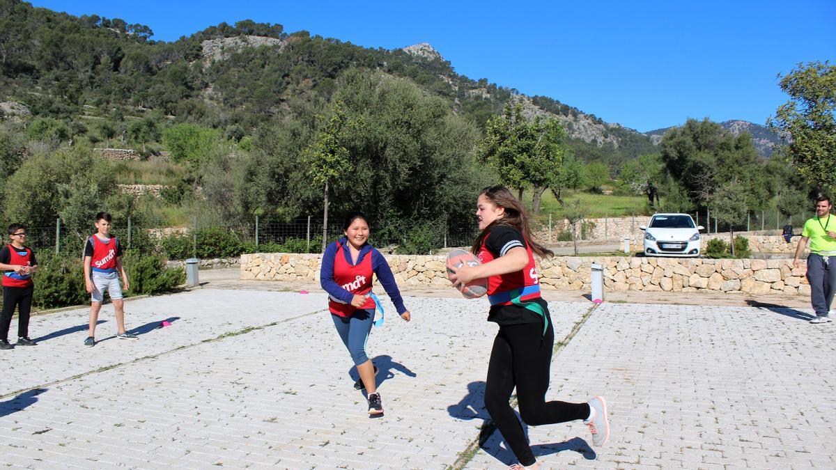 El programa ofrece estancias deportivas para jóvenes y niños.