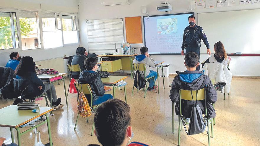 Los colegios piden ayuda a la Policía para frenar el uso abusivo del móvil por parte de los niños