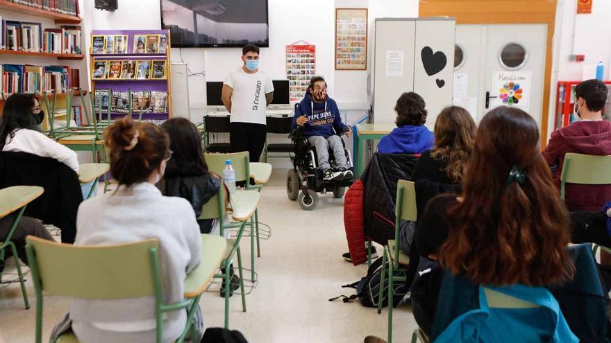 El joven ibicenco Rares Popa rompe barreras mentales desde su silla de ruedas