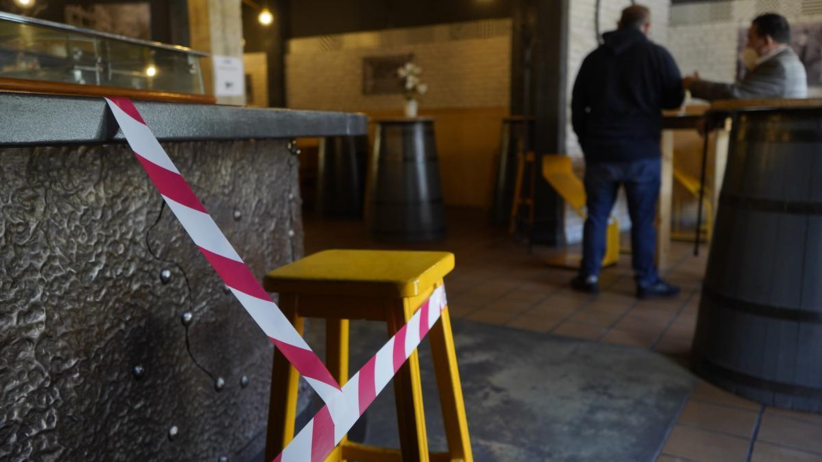 Medidas restrictivas en un bar de Zamora.