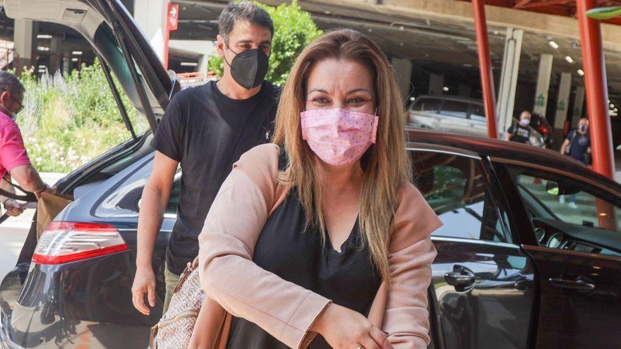 María José Campanario manda callar a los reporteros tras la polémica entre Jesulín y Belén Esteban