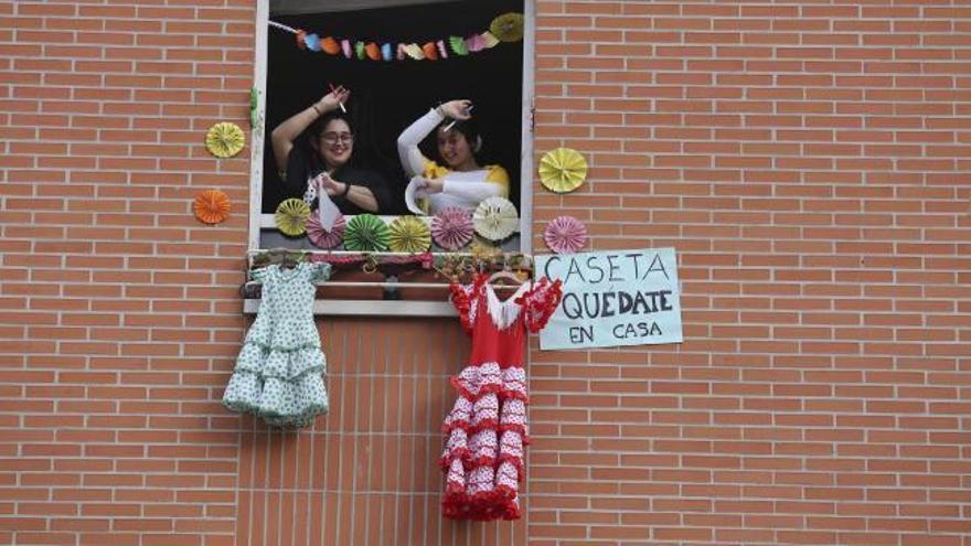 La Corredoria celebra en los balcones su propia Feria de Abril