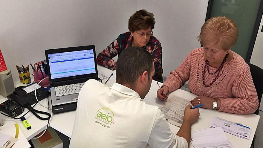 AieoLuz y València imparten talleres sobre ahorro en el consumo de luz