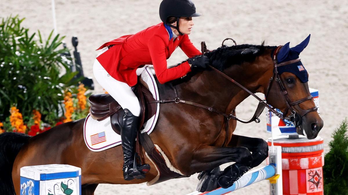 Jessica Springsteen, en uno de los saltos con su caballo.