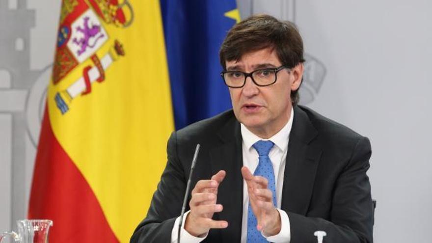 Ayuso desoye el consejo del Gobierno de confinar Madrid capital y ampliar restricciones