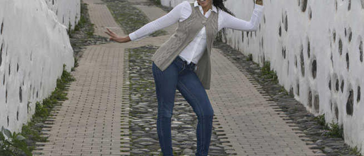 Suna Emboirik en un rincón de Telde, su municipio natal.