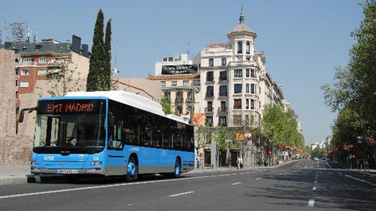 Apuñalada una mujer en un autobús de Madrid