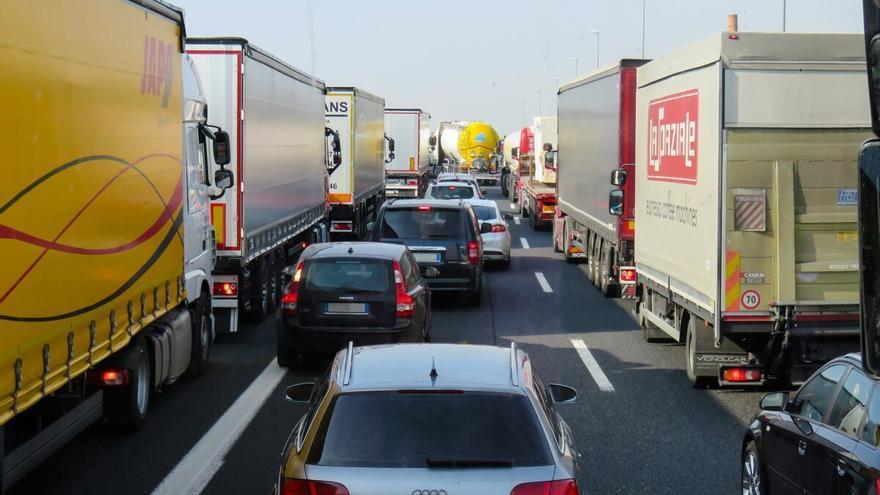 La DGT inicia una campaña de vigilancia a camiones y autobuses