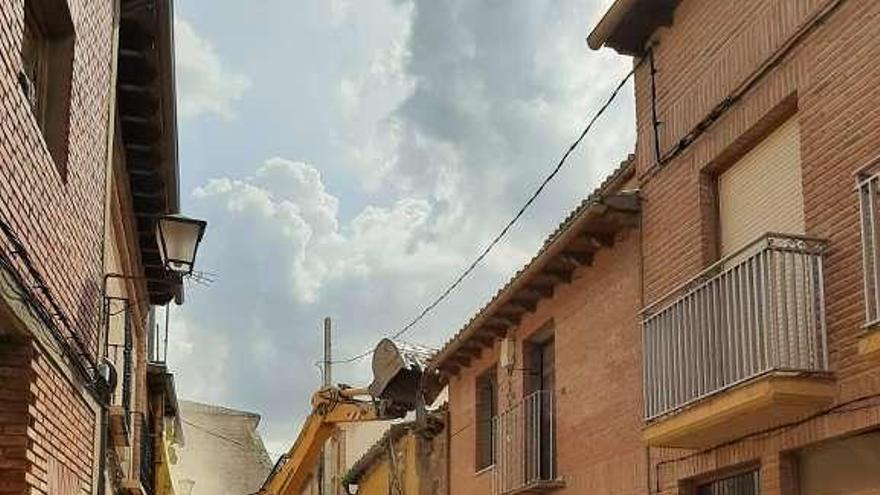 Derribo parcial de una casa en la calle Clérigos de Toro por decisión municipal