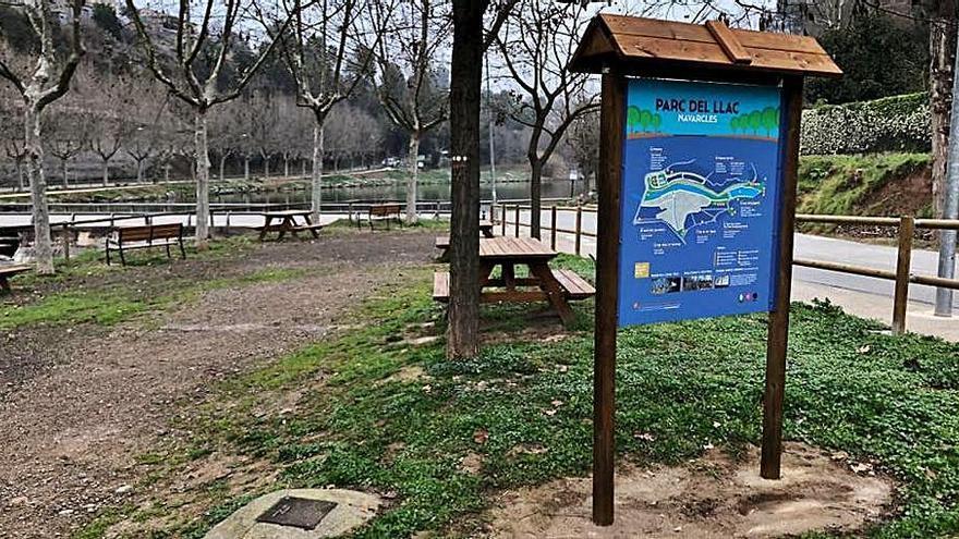 L'Ajuntament de Navarcles renova els rètols informatius de l'àrea del Llac