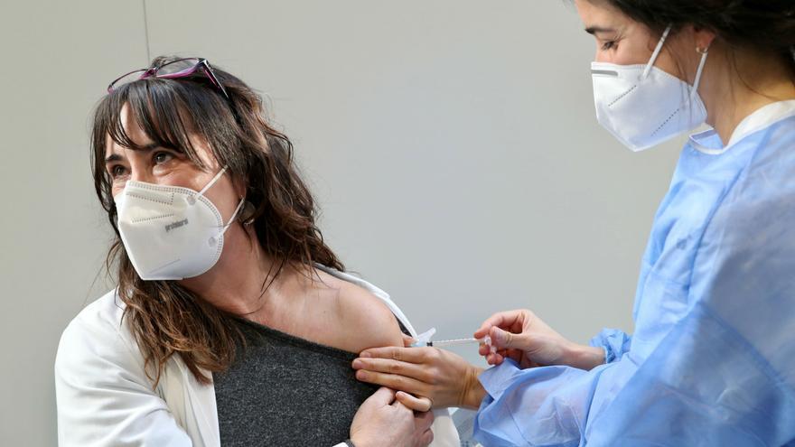 La vacunación del personal sanitario llega a  Mieres