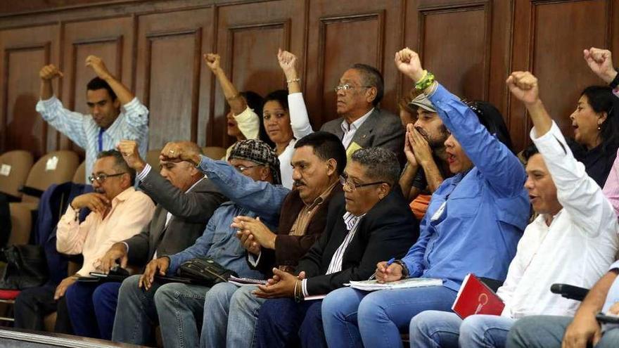 La Constituyente de Venezuela aprueba juzgar a los líderes opositores por traición