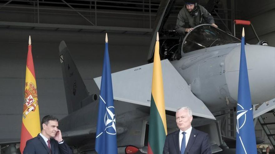 Una alerta por dos aviones rusos marca la visita de Sánchez a Lituania