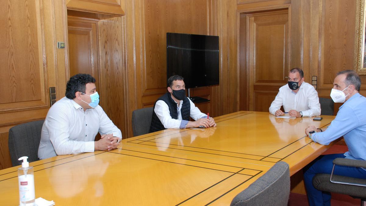Reunión entre los responsables de la Diputación y el presidente de la Mancomunidad Tierra de Campos.