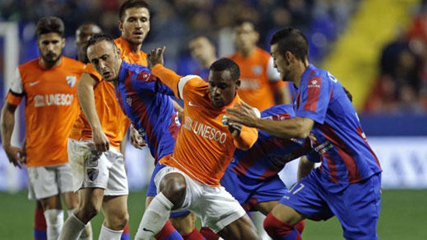 Barral da la victoria al Levante en un partido muy disputado