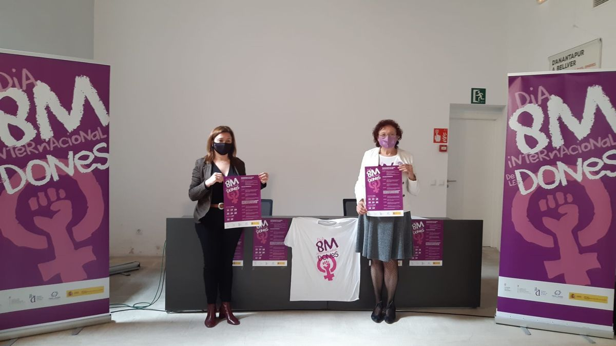 Mercedes Garrido y Maria Duran durante el acto de presentación de las actividades del 8-M
