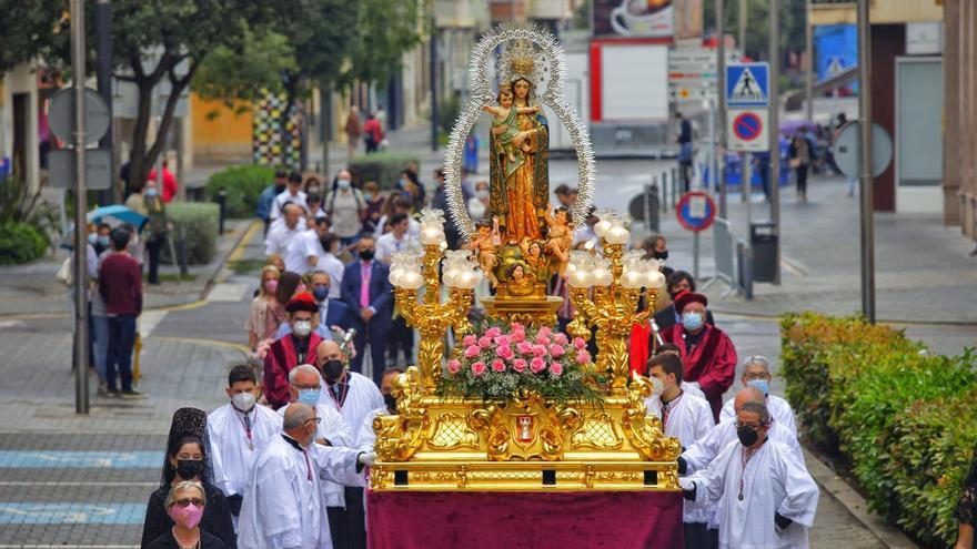 Los almasorinos ofrendan a la virgen del Roser en la última jornada de fiestas