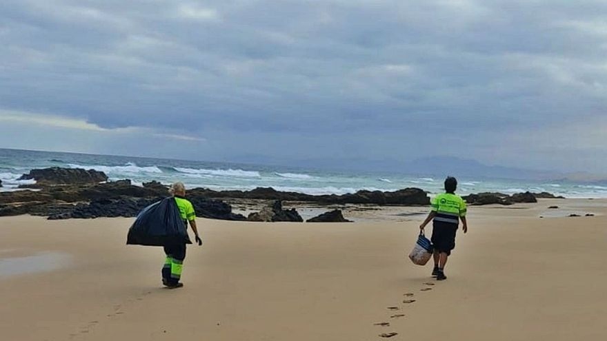Las costas majoreras reciben en solo seis meses 17 toneladas de residuos