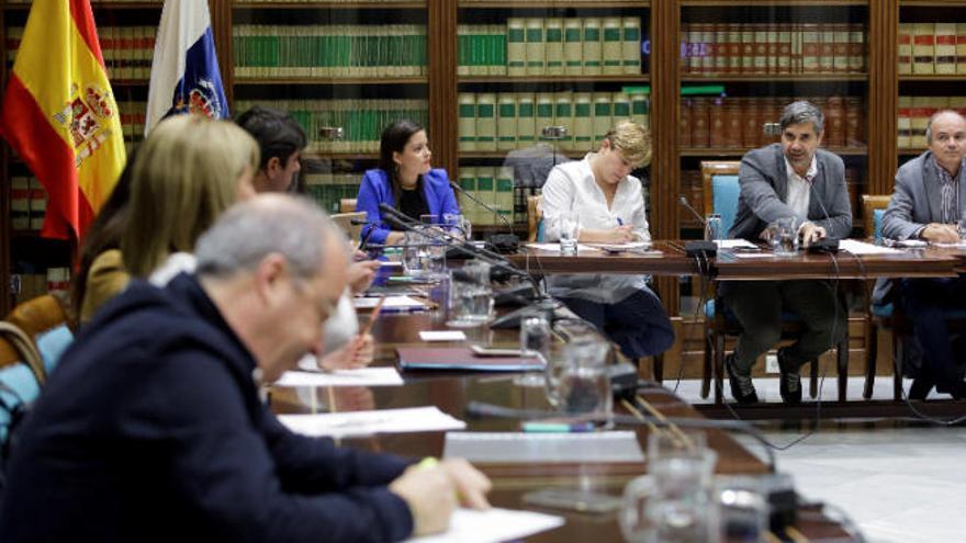 El Gobierno diseña un paquete de medidas para frenar la desaceleración en Canarias