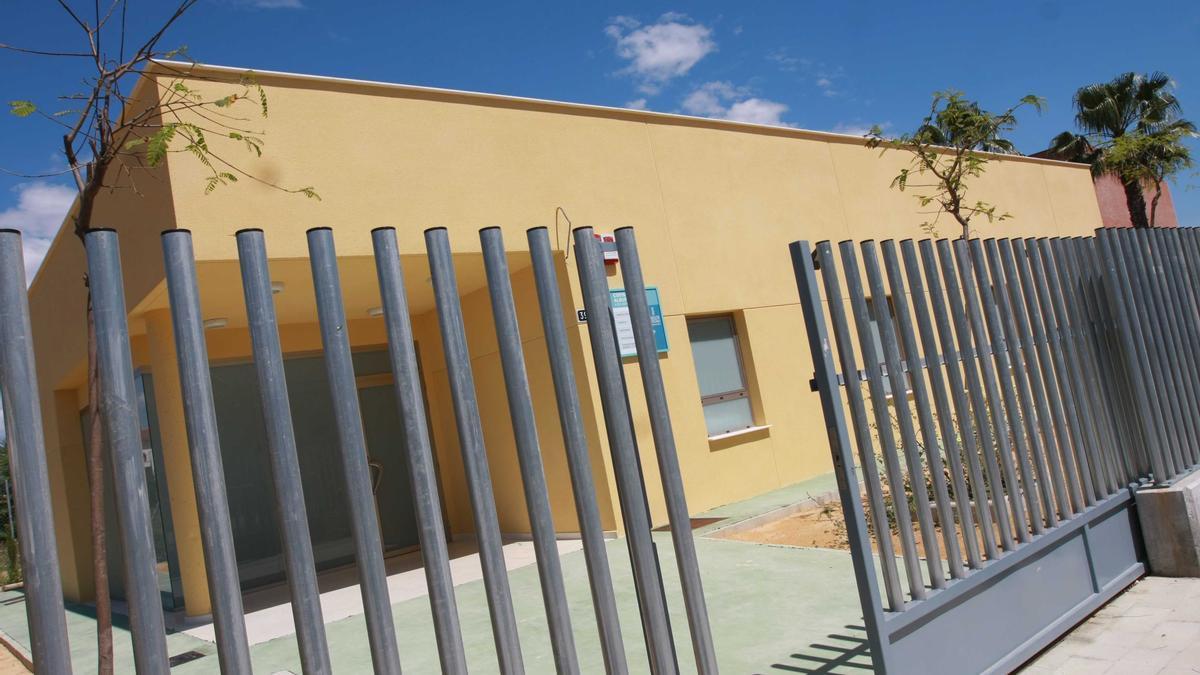 Fachada exterior del consultorio auxiliar de la Albufereta, situado en la calle Olimpo