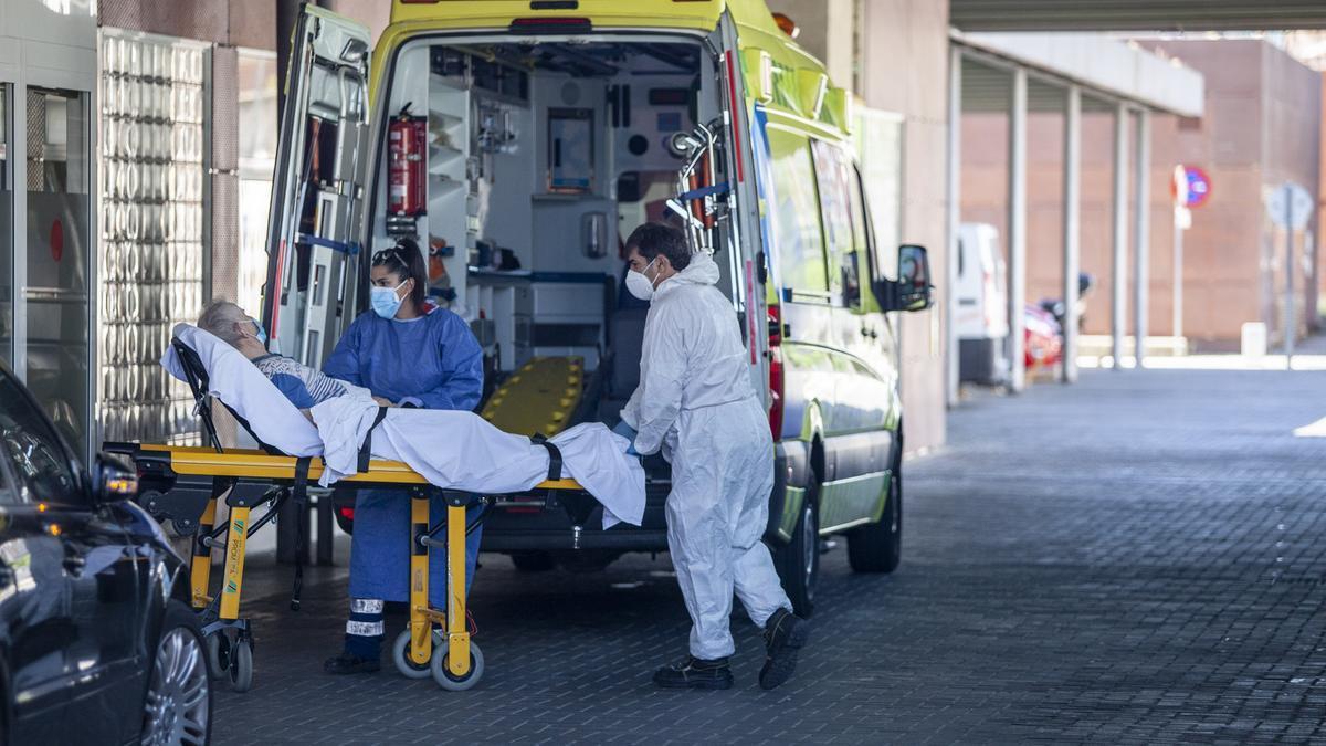 Llegada de un paciente a Urgencias del hospital Virgen de la Concha