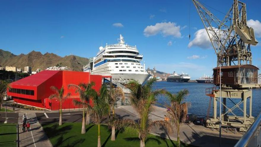 Los cruceros podrán volver a operar en los puertos canarios el 5 de noviembre