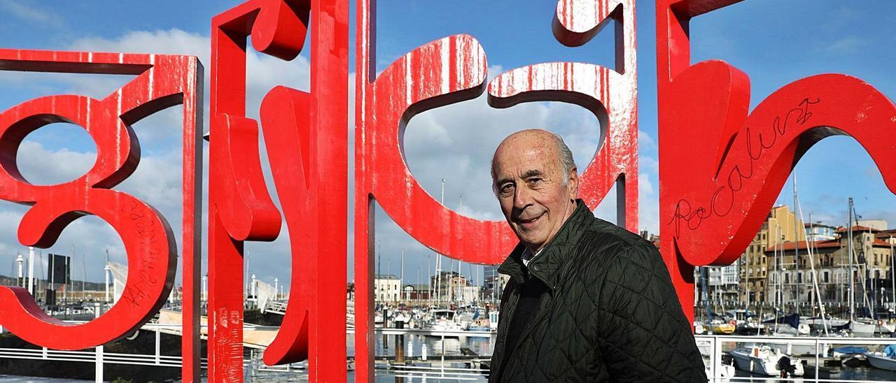 José Manuel Díaz Novoa, en el Puerto Deportivo de Gijón. | Juan Plaza