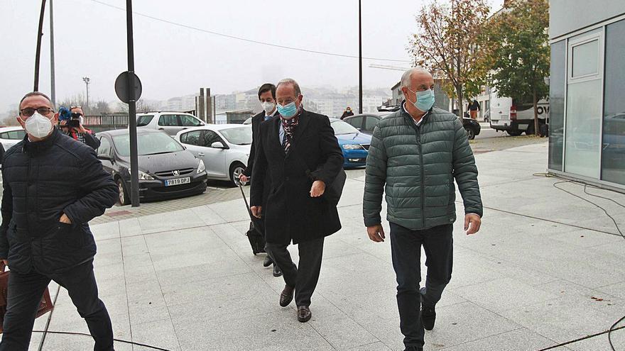 """Más empleados del Concello carballiñés, entre la """"selección"""" y """"solamente firmaba"""""""