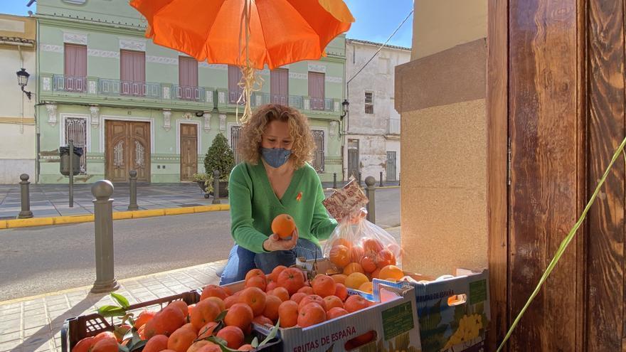 El PP de Torrent critica la subida del IVA en el zumo de naranja
