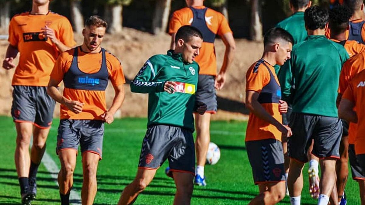 Jony turning, Diego Bri, Salinas and Barri, during a training session with the first team.