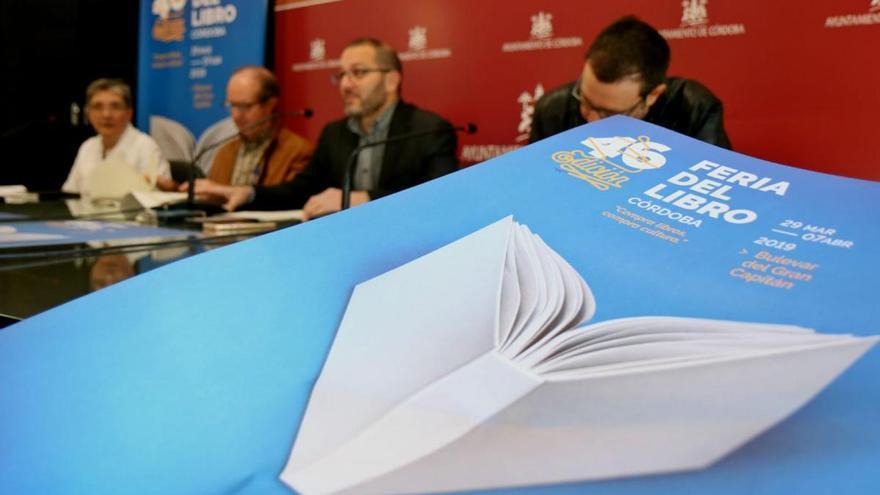 David Trueba abre la Feria del Libro, en la que participan Félix de Azúa y Carlos Zanón