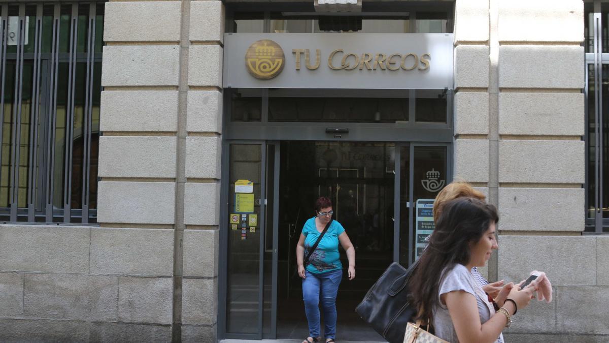 Fachada del edificio de Correos en Zamora