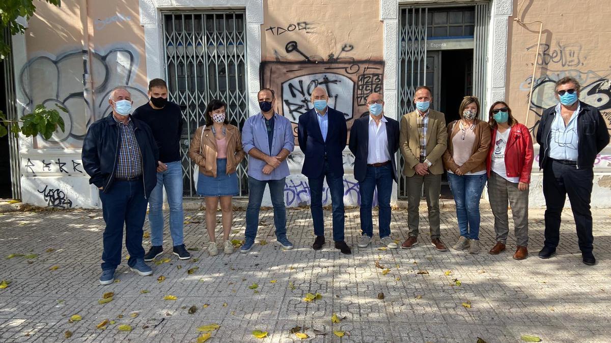 Alejandro Soler visita Monóvar para ver in situ la situación de la Estación de Ferrocarril