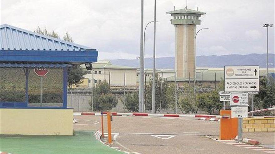 """El consejero de Salud recalca que el preso del brote de Alcolea murió """"con covid, que no de covid"""""""