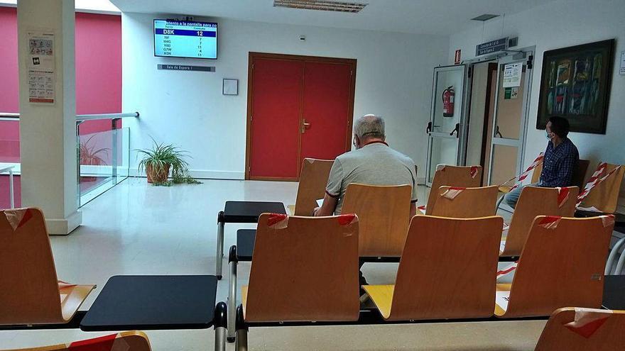 """El Hospital de Jarrio estrena pantallas de aviso para entrar a consulta: """"La acogida es buena"""""""