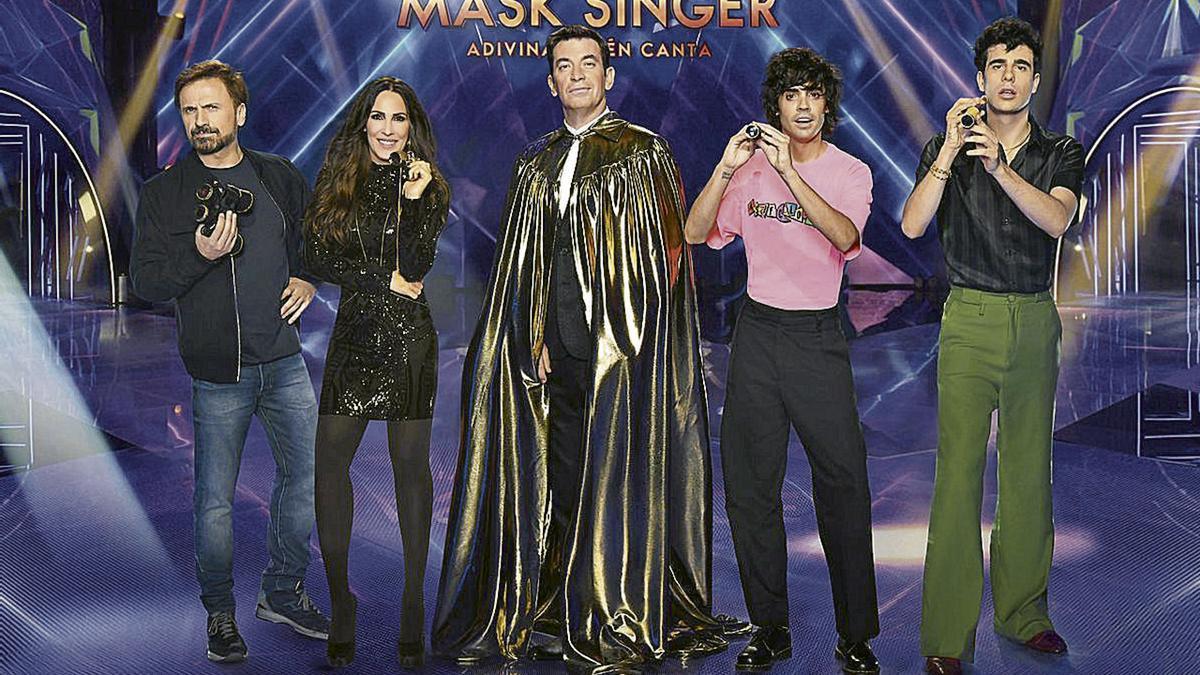 Parte del equipo investigador de Mask Singer,  el 'Cluedo' de famosos de Antena 3