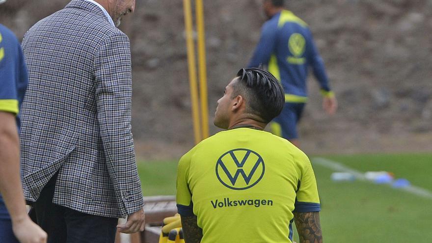Ramírez reconoce la oferta del AEK por Araujo y se lo piensa