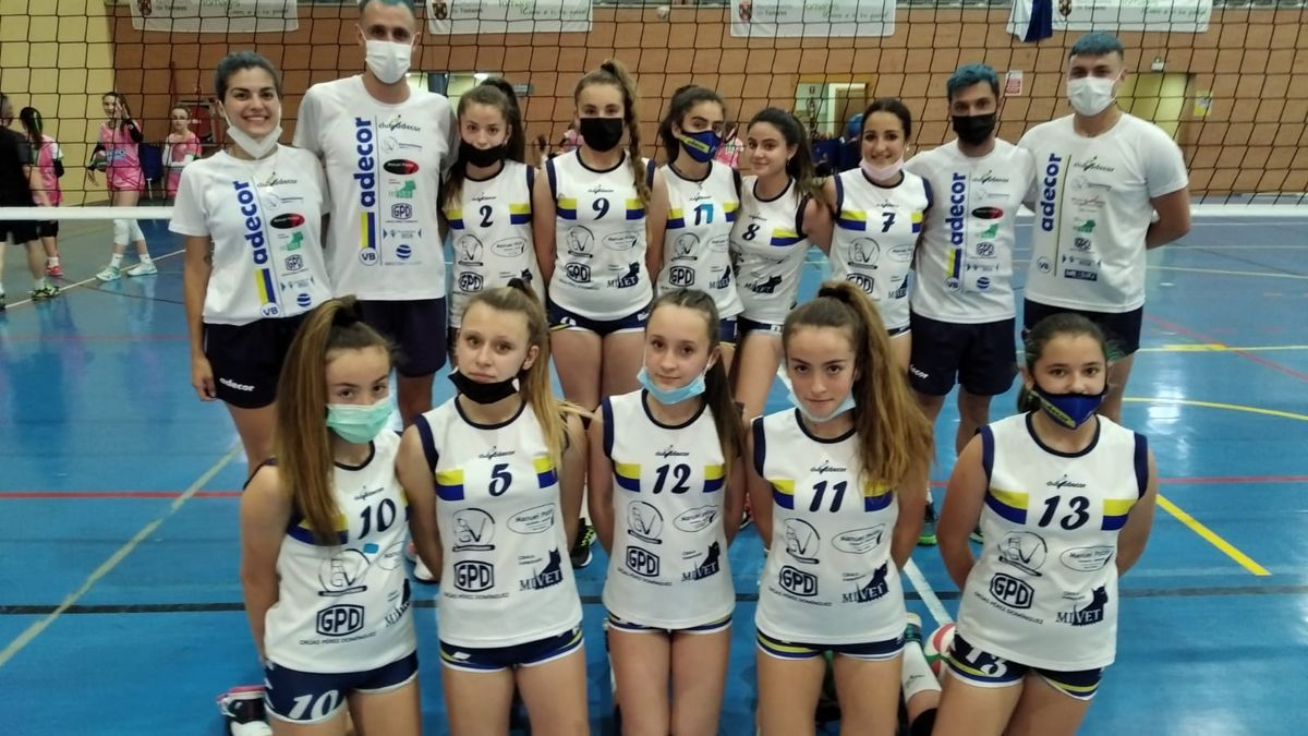Componentes del Adecor infantil de voleibol.