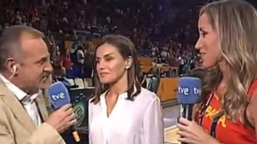 La reacción de doña Letizia cuando la tutean en televisión