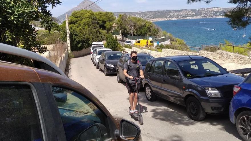 La Policía de Xàbia pone 1.113 denuncias por aparcar mal en las calas, 78 por botellón y 176 por no llevar mascarilla