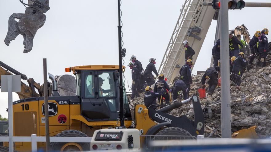 Aumenta a 32 el balance de víctimas en el edificio derrumbado en Miami