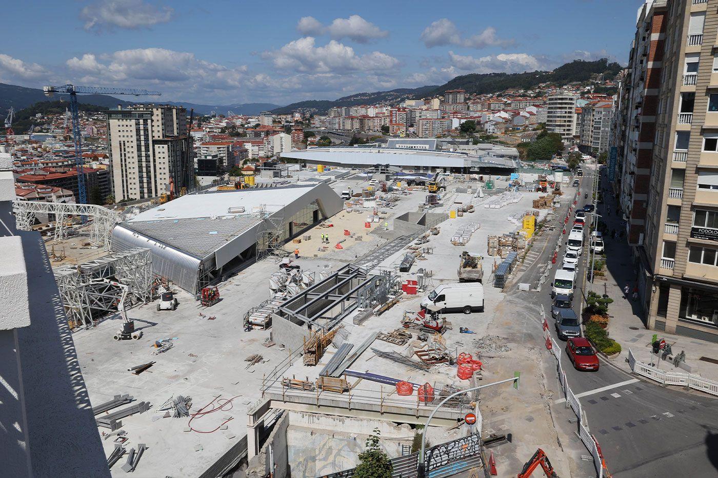 Vista de las obras de Vialia desde el hotel que Eurostars inaugurará en la confluencia de las calles Vázquez Varela y Vía Norte