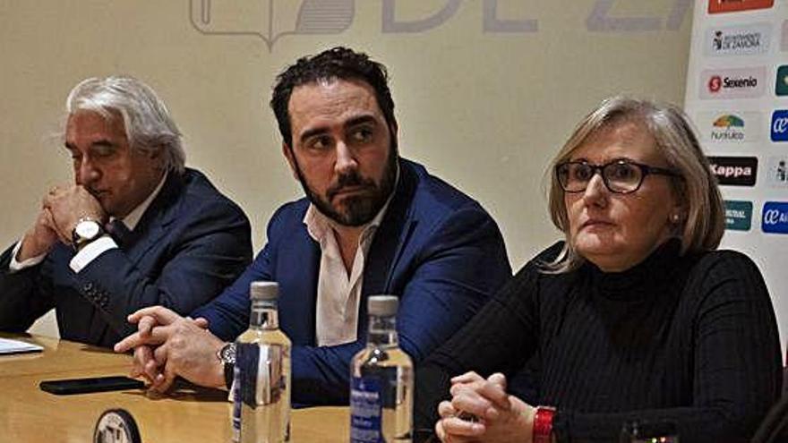Alfredo Ruiz, Víctor Aldama y Didia Liedo presidieron la asamblea extraordinaria celebrada ayer.