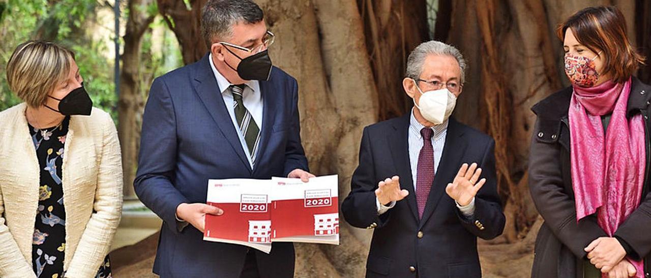 María José Salvador, Enric Morena, Ángel Luna y Rosa Pérez, ayer, en la entrega del informe. | INFORMACIÓN