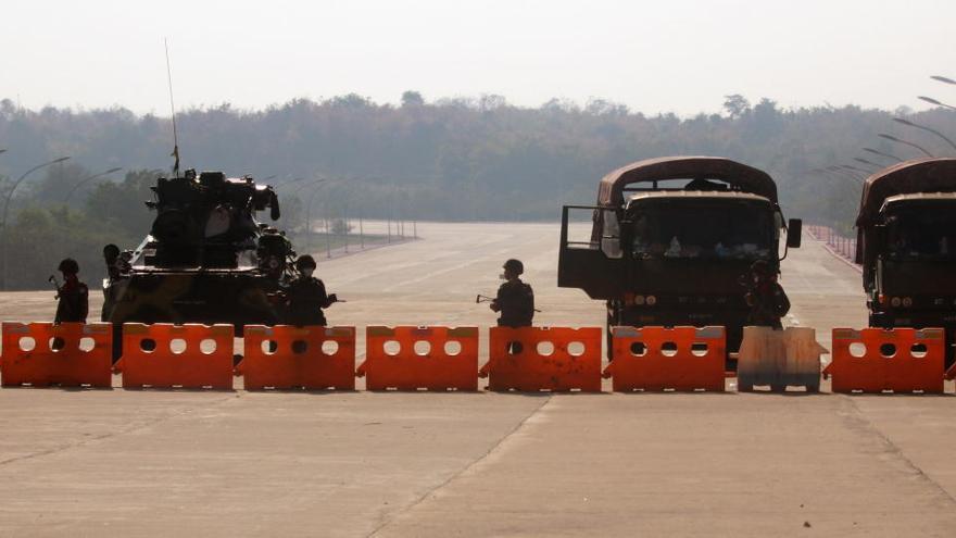 El Ejército de Birmania suspende el tráfico aéreo hasta el 1 de junio