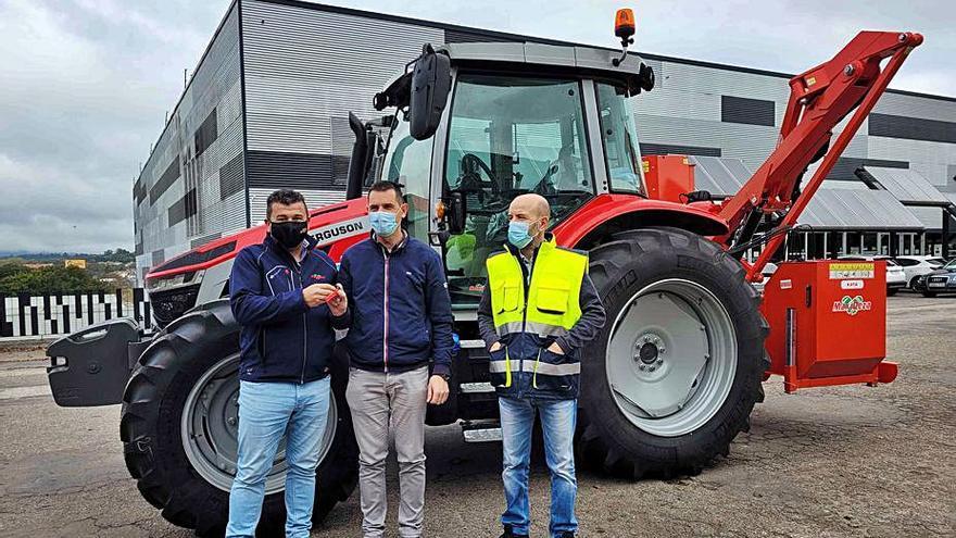 Nuevo tractor-desbrozadora para el área de Obras de Lalín