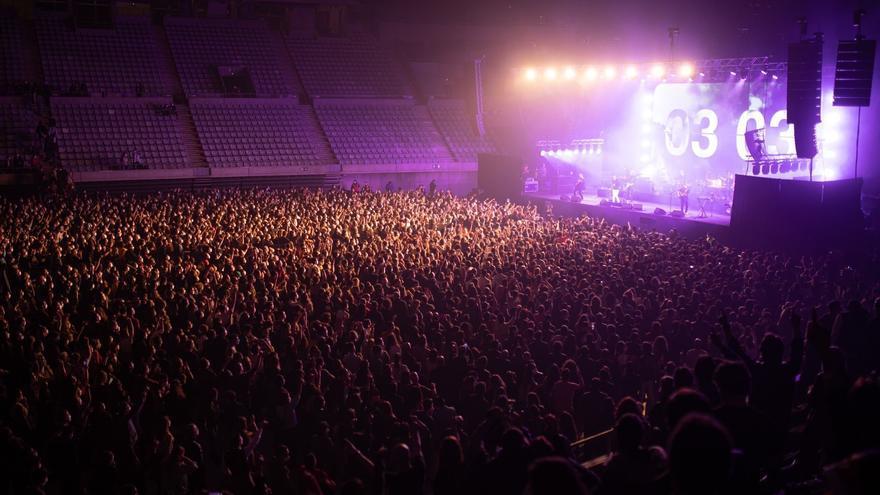 Cinco mil personas acuden en Barcelona a un concierto de Love of Lesbian sin tener que guardar la distancia de seguridad