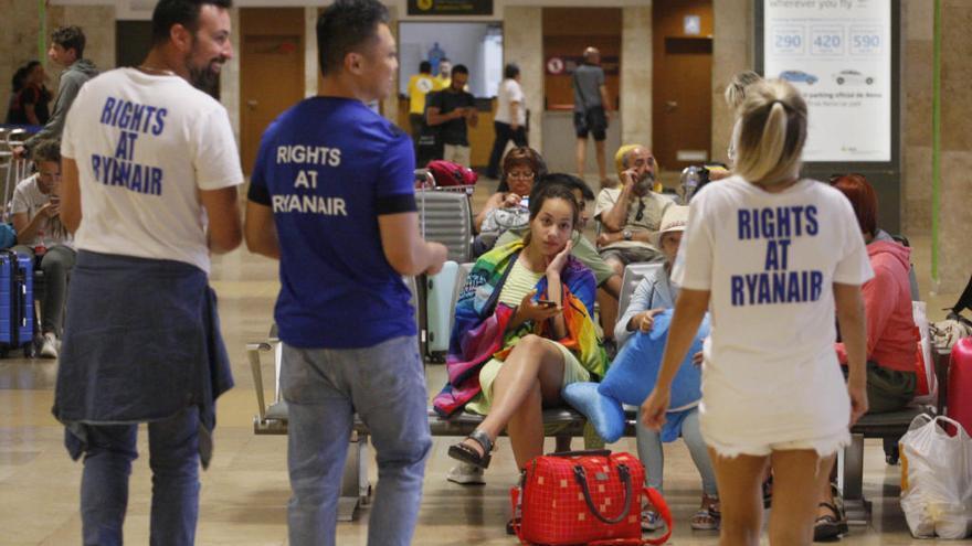 L'OCU posa en marxa una «acció judicial» contra Ryanair per exigir indemnitzacions pels afectats per les vagues
